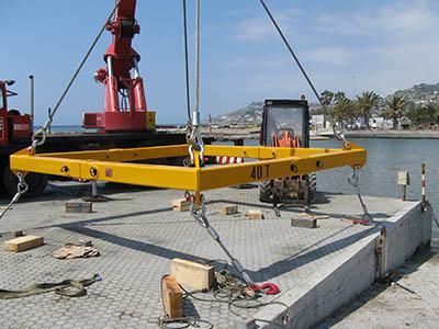 Distanziale regolabile per alaggio imbarcazioni